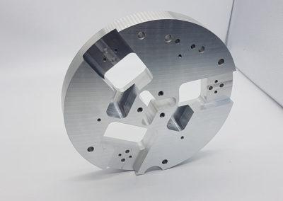 Troosna obrada prema zadanom predlošku od aluminija